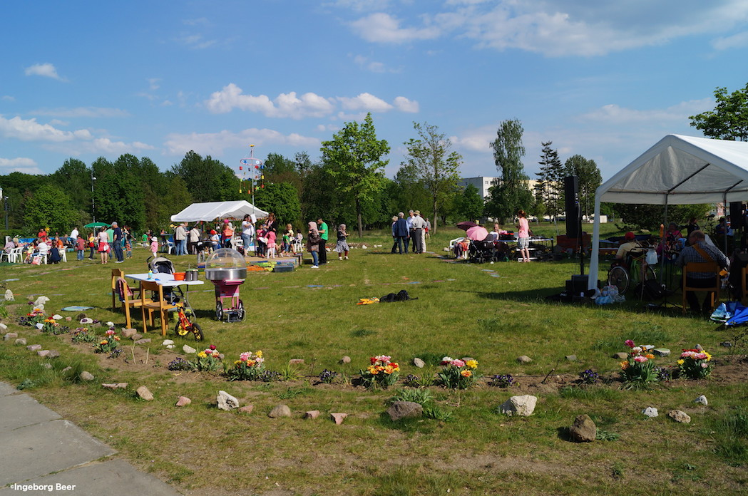 Picknick auf grüner Wiese